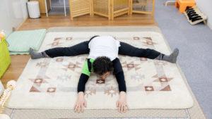 上体が緩まないと骨盤周りは柔らかくできない。