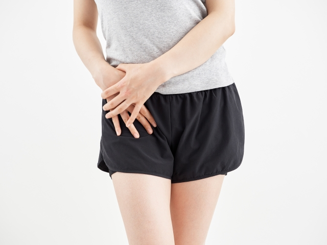 股関節の痛みや便秘などにも有効なお腹を緩める方法